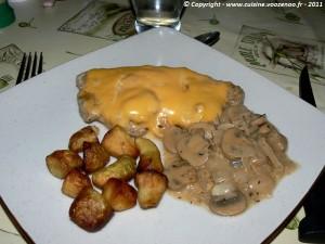 Côtes de porc au fromage fondant et champignons presentation