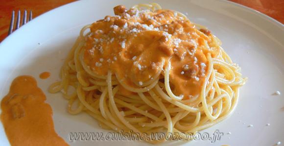 Spaghetti à la crème de poivrons rouges une