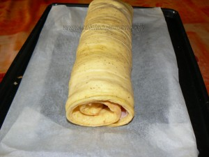 Omelette roulee au jambon et camembert etape7