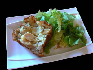 Cake aux blancs de poulet, champignons et mozzarella presentation