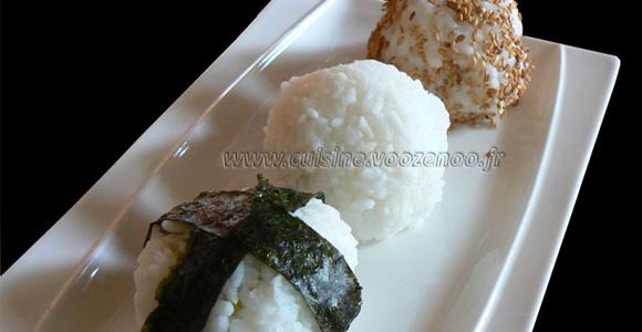 Onigiri, boulettes de riz au saumon et brocolis une