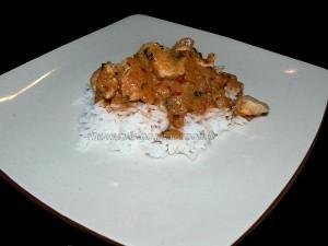 Poulet à la pate de curry rouge presentation