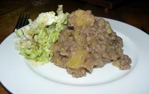 Poelée de pommes de terre et viande hachée presentation