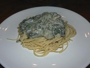 Spaghettis aux épinards, champignons et lardons presentation