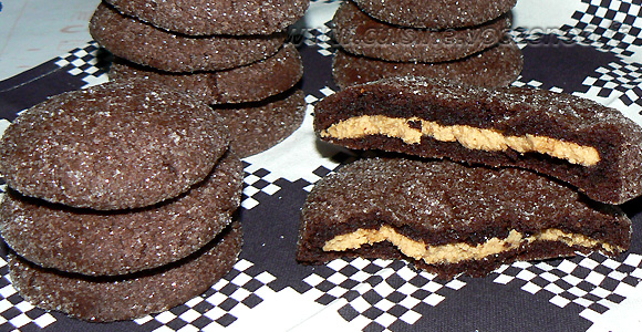 Cookies au chocolat avec coeur tendre au beurre de cacahuete une