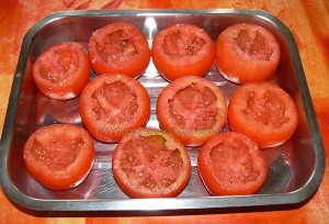 Tomates farcies au riz et oeufs gratines etape1