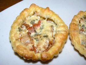 Tartelettes à la tomate et fourme d'Ambert presentation