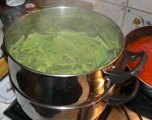 Haricots plats, sauce provençale et bâtons de porc etape1