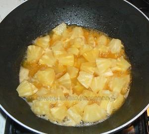 Wok de gambas à l'ananas et noix de coco etape2