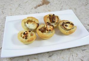 Mini tartelettes aux oignons confits et chèvre presentation