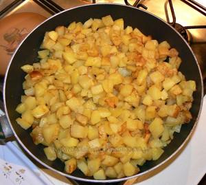 Poêlée de pommes de terre ail et persil, cantal vieux etape1