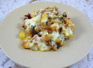Poêlée de pommes de terre ail et persil, cantal vieux fin