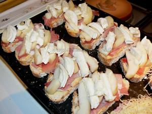 Tartines au jambon, poire et rocamadour etape1