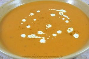 Soupe de patates douces au lait de coco slider