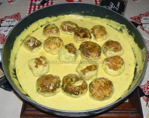 Boulettes de poulet, sauce coco et citron vert fin