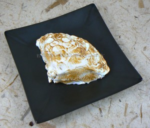 Gâteau de crêpes aux pommes, caramel beurre salé et meringue italienne fin2