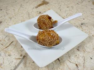 Beignets de banane caramelisées aux graines de sesame presentation