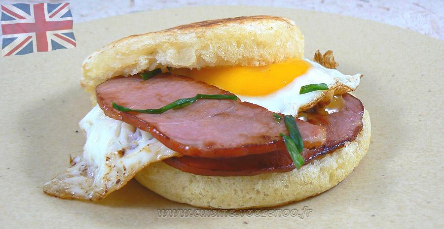 Crumpets bacon et oeuf au plat slider