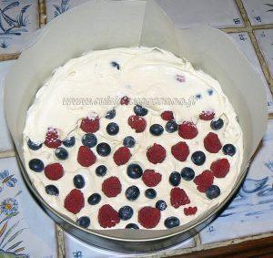 Cheesecake au chocolat blanc, framboises et myrtilles etape2