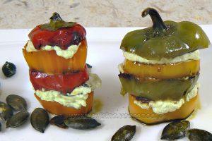 Mini-poivrons à l'huile de courge et aux graines de courge slider