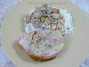 Cuisse de dinde farcie, sauce vin blanc et champignons presentation