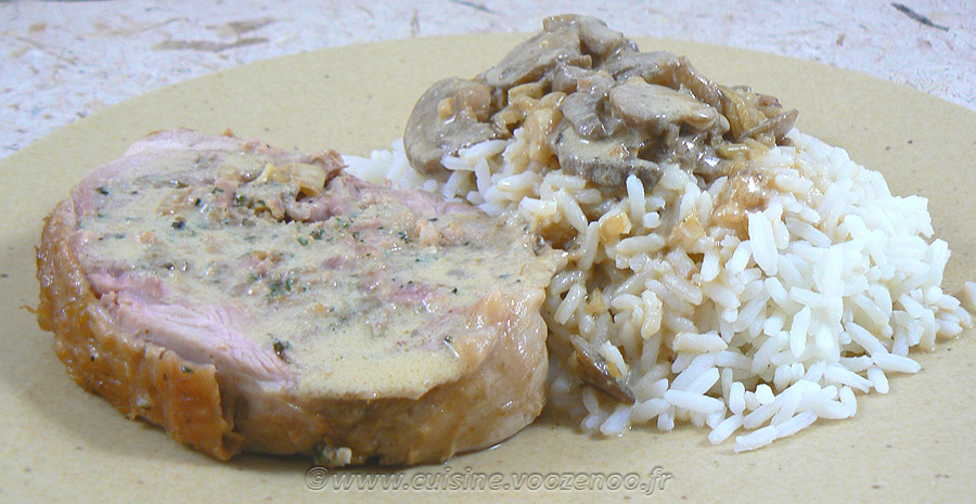Cuisse de dinde farcie, sauce vin blanc et champignons slider