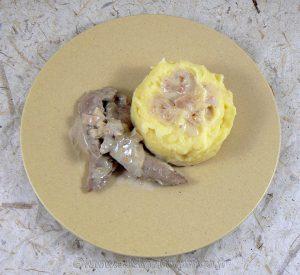 Aiguillettes de canard, sauce échalotes et graines de moutarde fin
