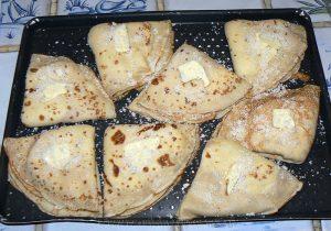 Crêpes au robiola, thym et jambon de parme fin
