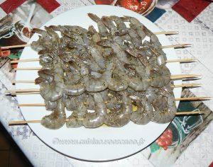 Brochettes de crevettes à la plancha et salade exotique etape2