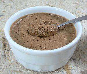 Mousse au chocolat au lait et crème de soja presentation