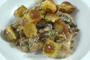 Cèpes à la crème et ravioles frits slider