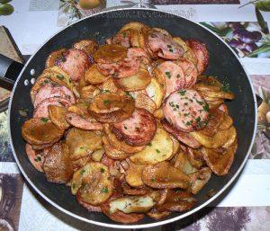 Pommes de terre sautées au saucisson à l'ail fin