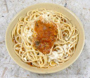 Spaghettis, sauce tomates fraiches provençale presentation